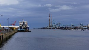 Puerto de Dublín y central térmica de Poolbeg